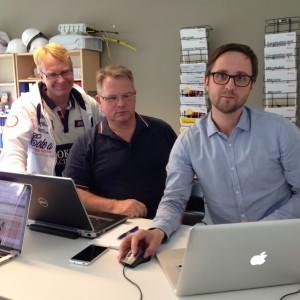 Peter och Ulf uppdaterar fiberkartor tillsammans med Jonas Pihlqvist från RaLa.