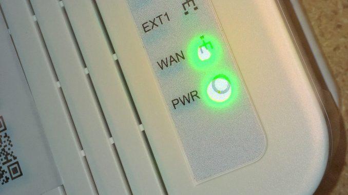 WAN lampar lyser vilket betyder att mediakonverteraren är ansluten till nodhuset
